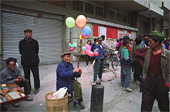 balloonseller2thumb.jpg